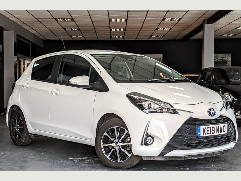 Toyota Yaris Hatchback 1.5 VVT-i Icon Tech CVT 5dr