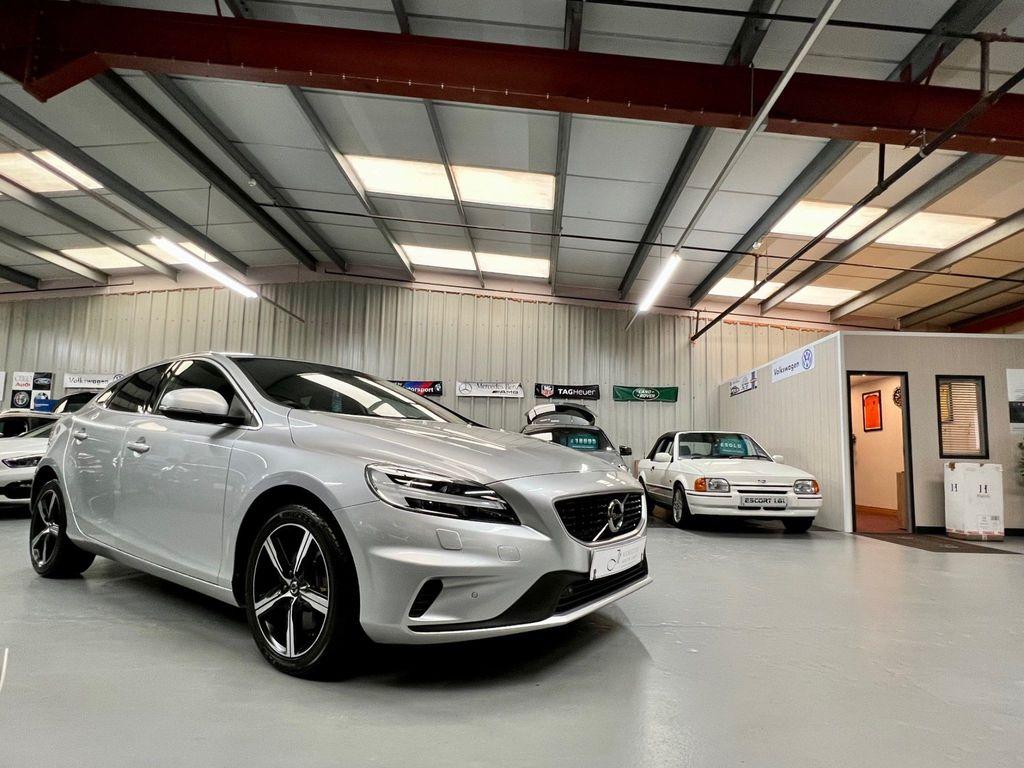 Volvo V40 Hatchback 1.5 T3 R-Design Edition Auto (s/s) 5dr