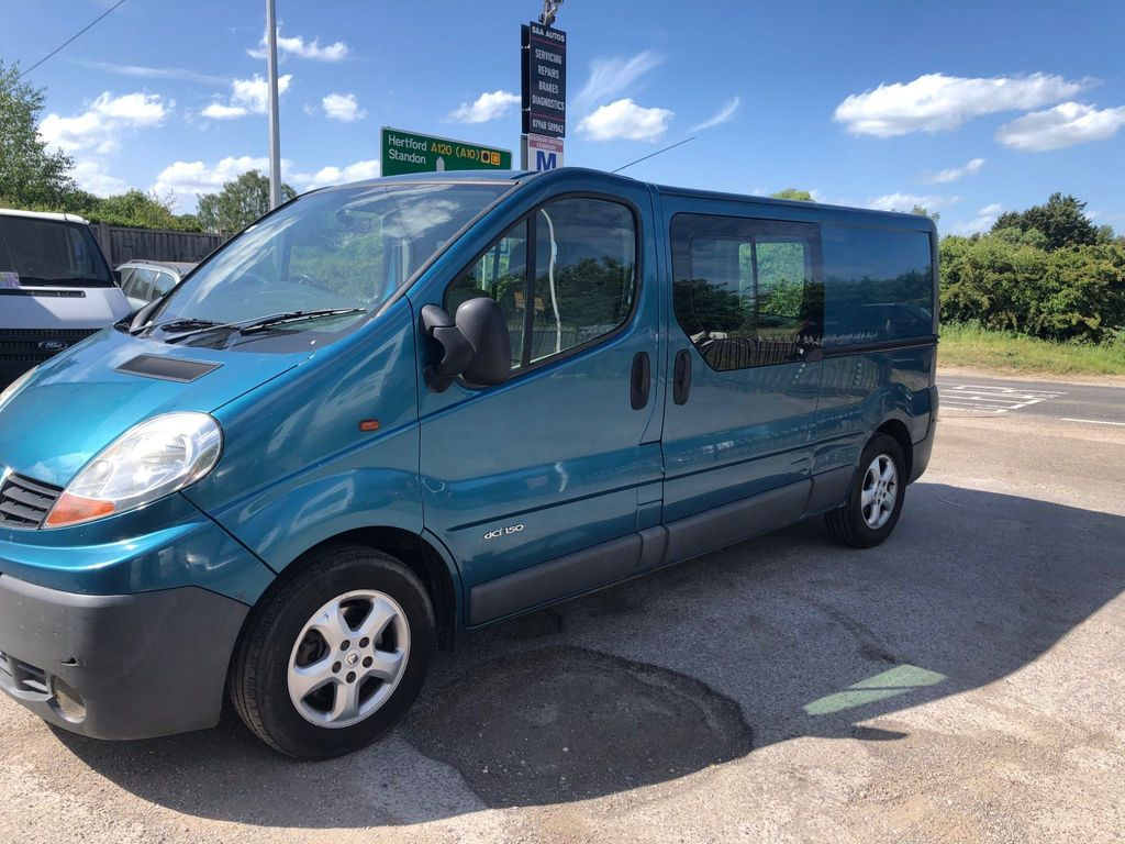 Renault Trafic Unlisted 2.5 lwb , Day Van .2.5 . 150 ps
