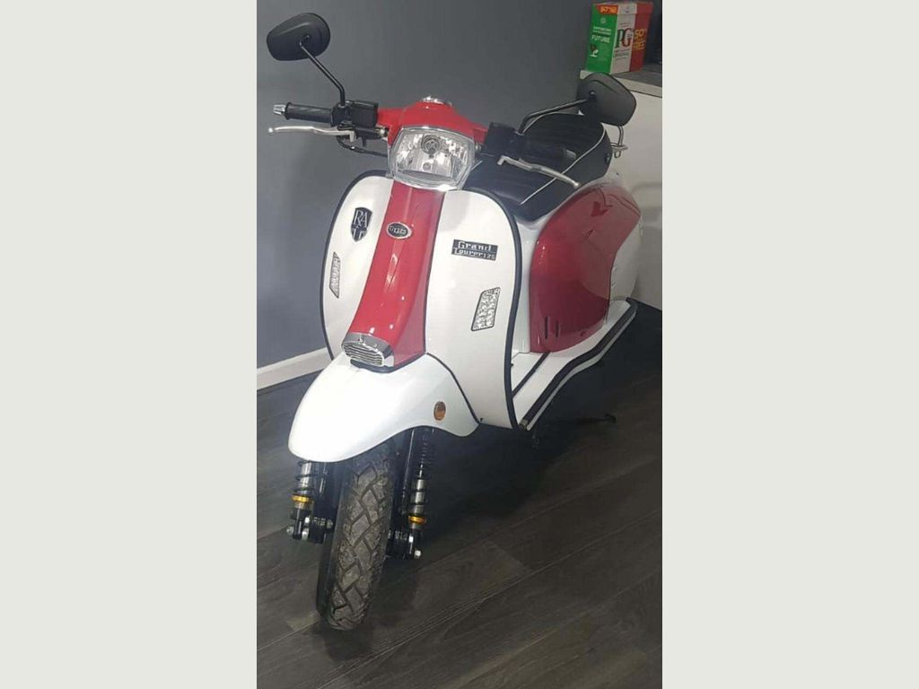 Royal Alloy GT125 Scooter 125