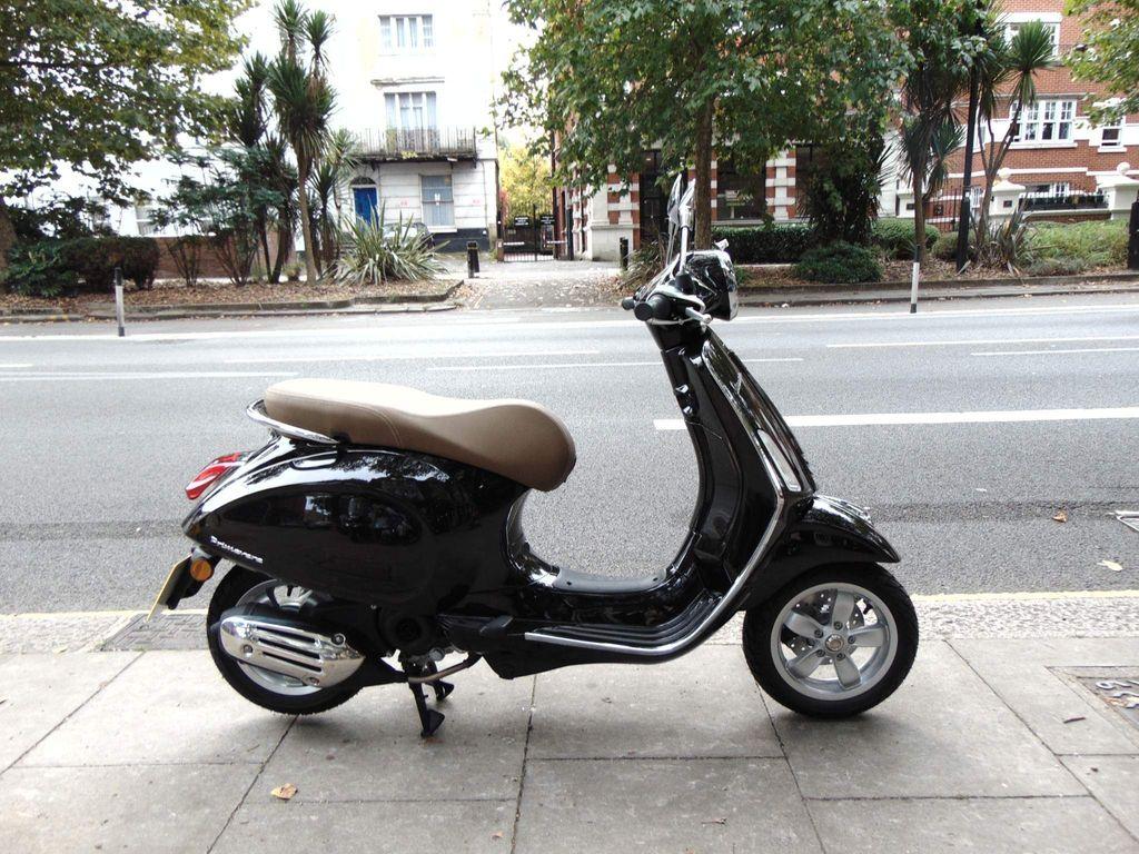 Piaggio Vespa Primavera Moped Primavera 50 4s