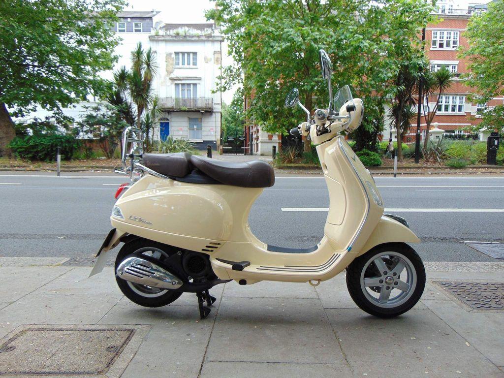 Piaggio Vespa LX Scooter 125ie