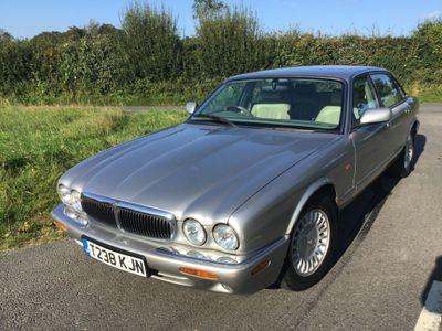 Jaguar XJ Saloon 3.2 XJ8 4dr