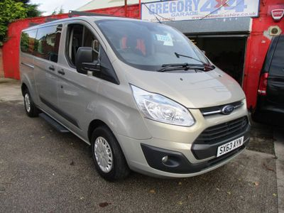 Ford Tourneo Custom Minibus 2.2 TDCi 300 Zetec Low Roof Bus L 5dr (8 Seats, LWB)