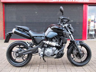 Yamaha MT-03 Naked 660