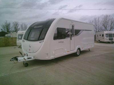 Swift vouge 580 sb Tourer 2018 1 OWNER FIXE ISLAND BED