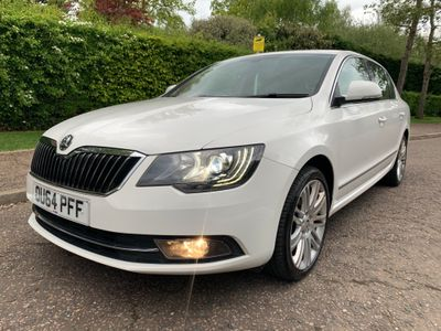 SKODA Superb Hatchback 2.0 TDI CR DPF Elegance 5dr