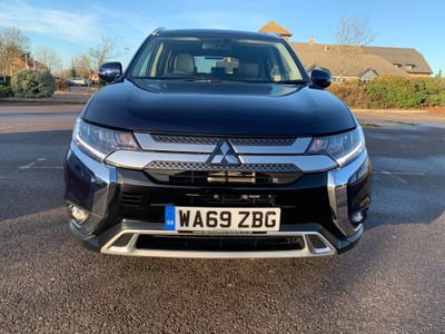 Mitsubishi Outlander SUV 2.0 MIVEC Exceed CVT 4WD (s/s) 5dr