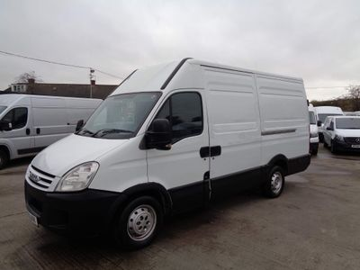 Iveco Daily Panel Van 2.3 TD 35C11 MWB High Roof Van 4dr