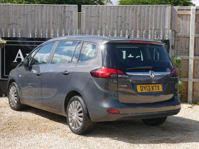 Vauxhall Zafira Tourer MPV 1.8 i VVT 16v Exclusiv 5dr