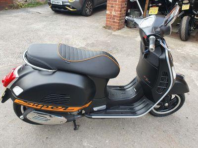 Piaggio Vespa GTS Scooter 300 Super