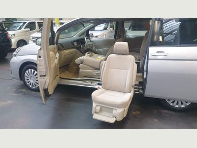 Toyota Isis MPV Mobility access Auto lift Chair
