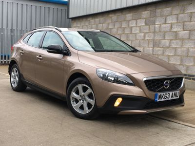 Volvo V40 Cross Country Hatchback 1.6 D2 SE (s/s) 5dr
