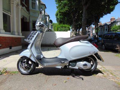Piaggio Vespa Primavera Scooter 125 Touring Scooter
