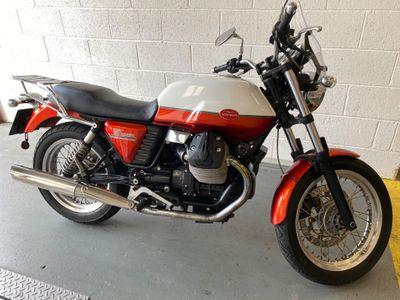 Moto Guzzi V7 Naked 750 Classic