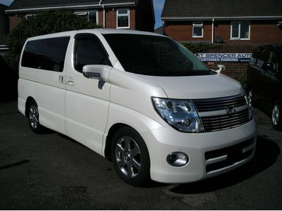 NISSAN ELGRAND MPV 3.5 Highwaystar black leather edition