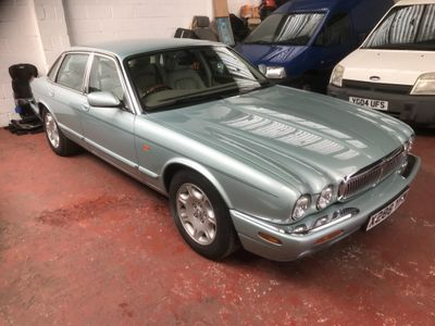 Jaguar XJ Saloon 4.0 Sovereign LWB Saloon 4dr