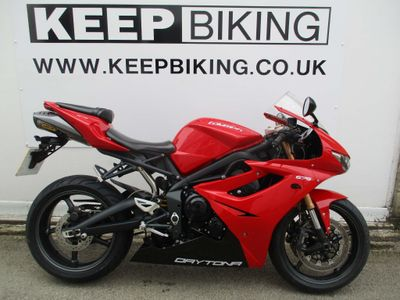 TRIUMPH DAYTONA Super Sports 675