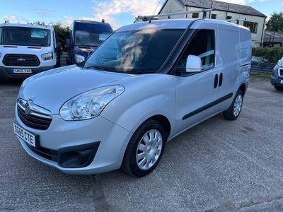 Vauxhall Combo Combi Van 1.3 CDTi 2300 16v Sportive Crew Van L1 H1 5dr (5 seat)