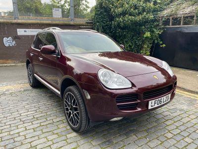Porsche Cayenne SUV 3.2 V6 Tiptronic S AWD 5dr