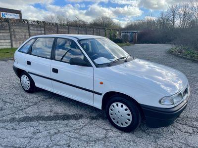 Vauxhall Astra Hatchback 1.4 i Merit 5dr