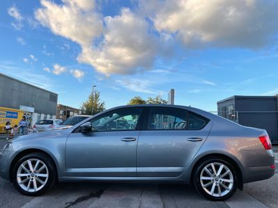 SKODA Octavia Hatchback 2.0 TDI Elegance DSG 5dr