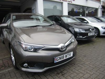 Toyota Auris Hatchback 1.2 VVT-i Icon Tech CVT (s/s) 5dr