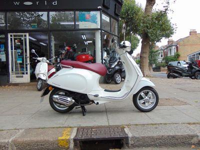 Piaggio Vespa Primavera Scooter 125 ABS