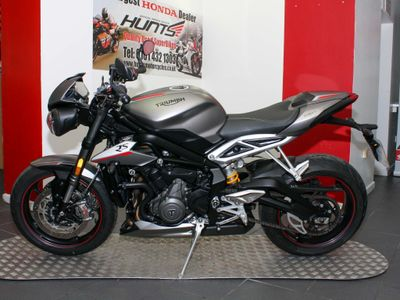 TRIUMPH STREET TRIPLE Naked 765 RS