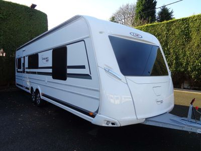 LMC 695 Vip Exquisit Tourer SEPARATE TOILET/SHOWER CUBICLE,EXCELLENT CONDITION