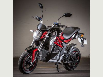 Lexmoto Cypher 1500W Moped