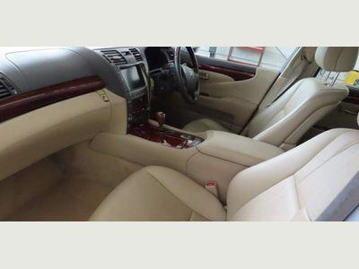 Lexus LS 600h Saloon 5.0 L CVT 4dr