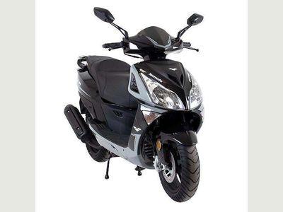 Lexmoto Titan EFI Scooter