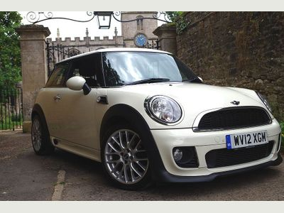 MINI Hatch Hatchback 2.0 Cooper D Avenue 3dr
