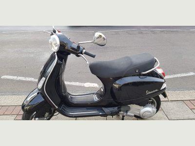 Piaggio Vespa LX Scooter 4 125