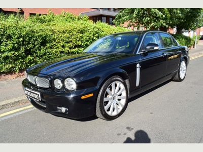 Jaguar XJ Saloon 3.0 V6 Executive 4dr