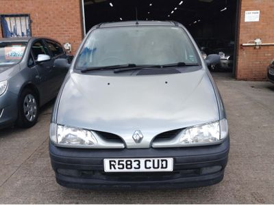Renault Megane Hatchback 1.6 e RT 5dr (sunroof)