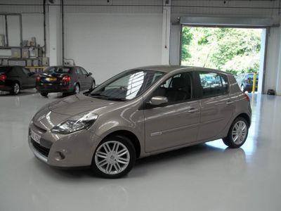 Renault Clio Hatchback 1.6 VVT Initiale TomTom Auto 5dr