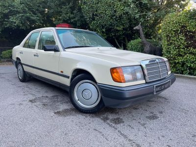 Mercedes-Benz 200 Saloon 2.0 4dr