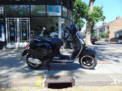 Piaggio Vespa GTS Scooter 125 Super Sport ABS