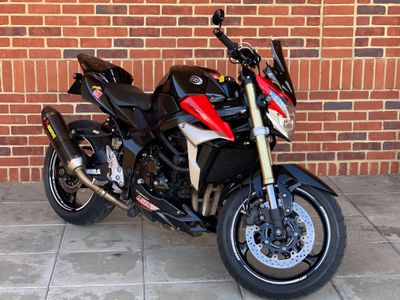 Suzuki GSR750 Naked 750