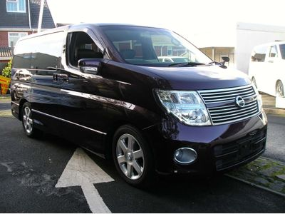 Nissan Elgrand MPV 2.5 Highwaystar, black leather