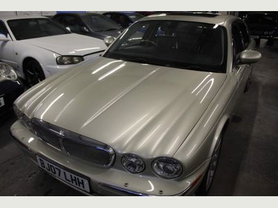 Jaguar XJ Saloon 4.2 XJ8 Sovereign LWB Saloon 4dr