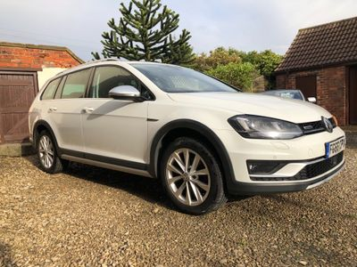 VOLKSWAGEN GOLF Estate 1.6 TDI BlueMotion Tech Alltrack 4MOTION (s/s) 5dr