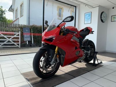 Ducati Panigale V4 Super Sports 1100 V4 S Petrol Manual (214bhp)