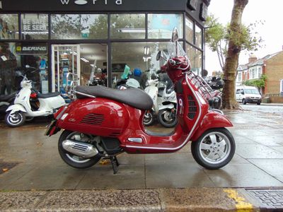 PIAGGIO VESPA GTS Scooter 125 Touring ABS