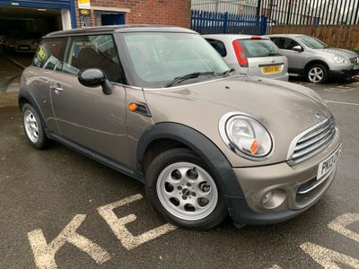 MINI Hatch Hatchback 1.6 Cooper D (Sport Chili) 3dr