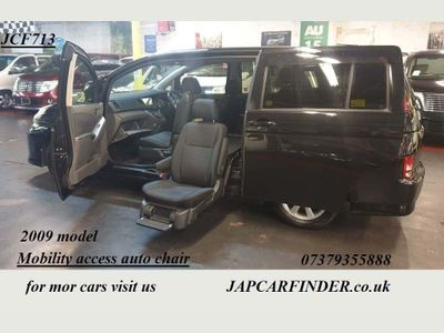 Toyota Isis MPV Mobility lift up chair 6 seats automatic