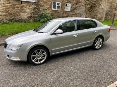SKODA Superb Hatchback 2.0 TDI CR DPF Elegance DSG 5dr