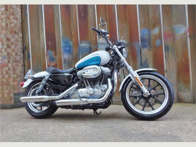 Harley-Davidson Sportster Custom Cruiser 883 XL Sportster SuperLow Custom Cruiser